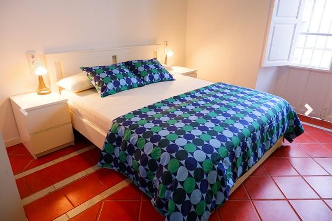 Habitación Doble con balcón. Sweet Sevilla Hostel
